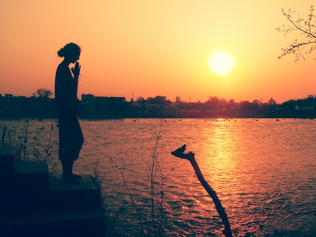 ガンジス川 瞑想